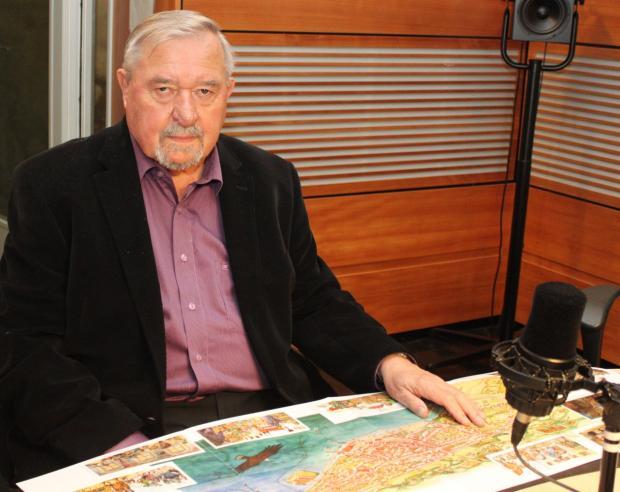 František Šmahel nad mapou Kostnice