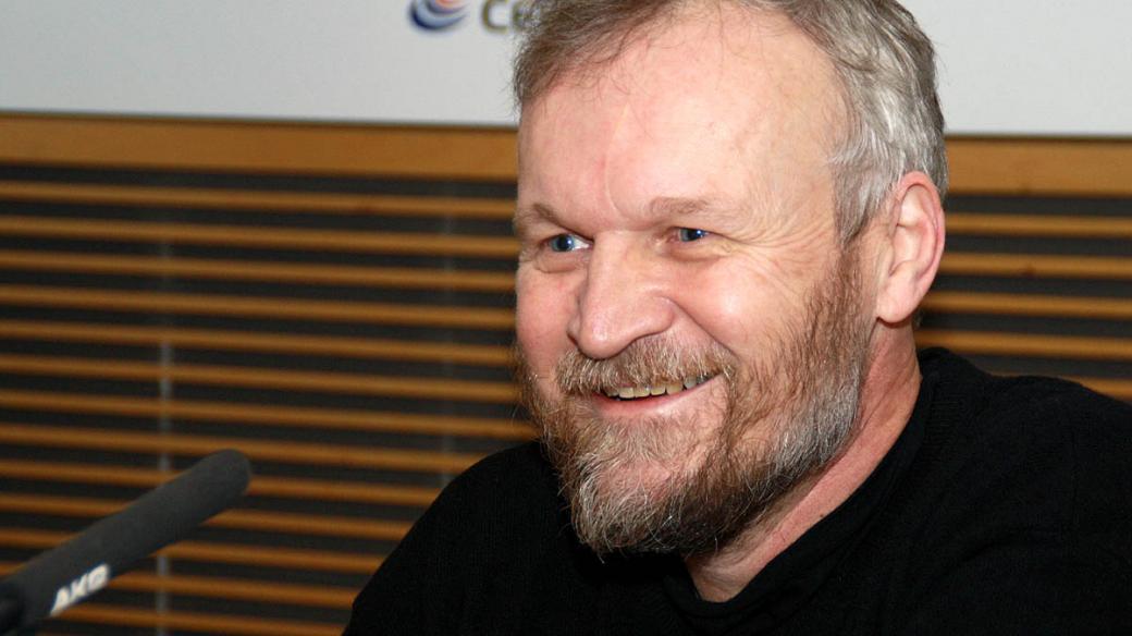 Spisovatel Jan Novák popsal své první setkání s bratry Mašíny, o jejichž osudu napsal knihu Zatím dobrý