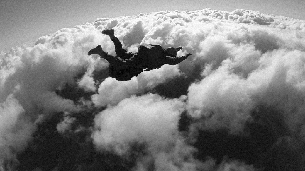 Válečný parašutista (ilustrační foto)