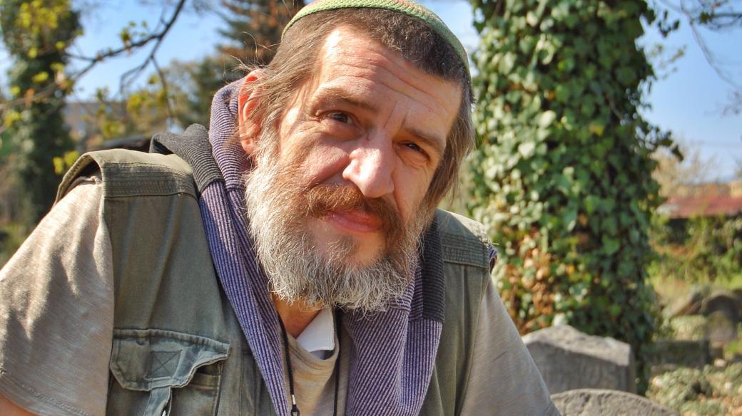 Jaroslav Achab Haidler na židovském hřbitově v Sobědruhách