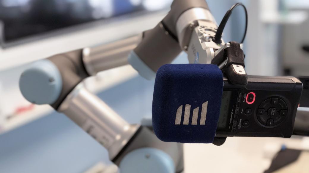 Robotické rameno s mikrofonem Českého rozhlasu