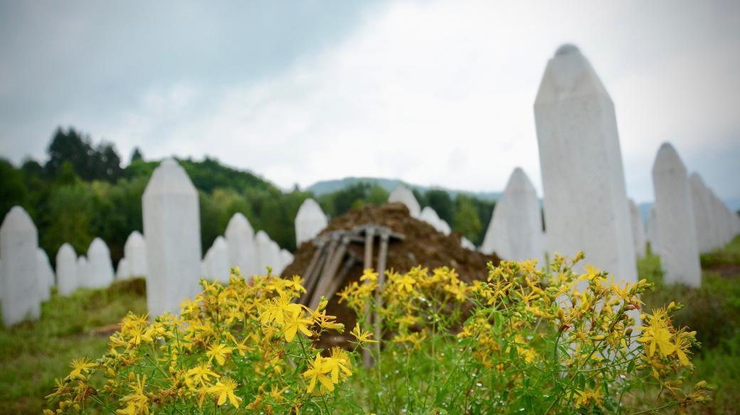 Pamětní hřbitov Srebrenica-Potočari, červenec 2018