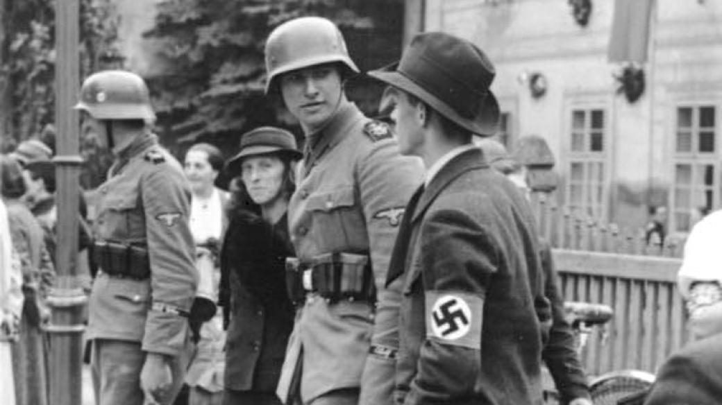 Němečtí civilisté při okupaci Sudet (1938)