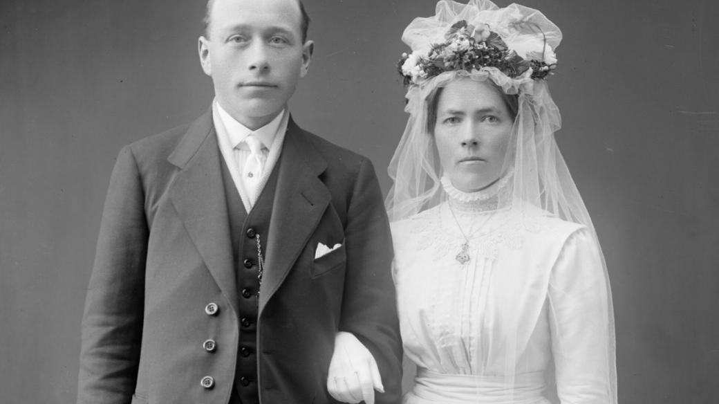 Ženich a nevěsta (30. léta, ilustrační snímek)