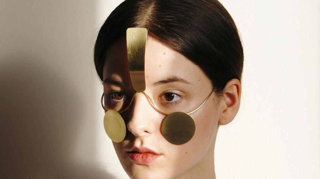 Umění blízké budoucnosti: Maskuj se šperkem proti kamerám společnosti věčného dohledu