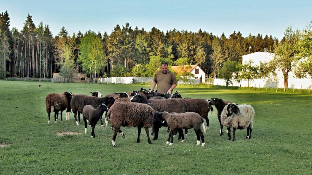 Jiří Nohel na své farmě