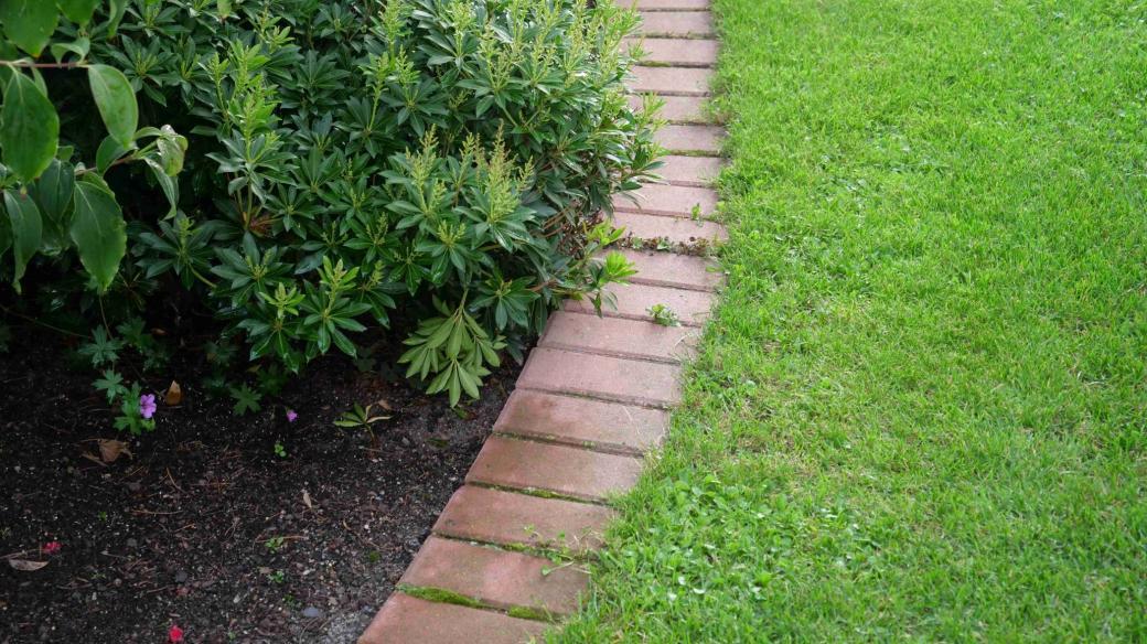 Ohraničení trávníku