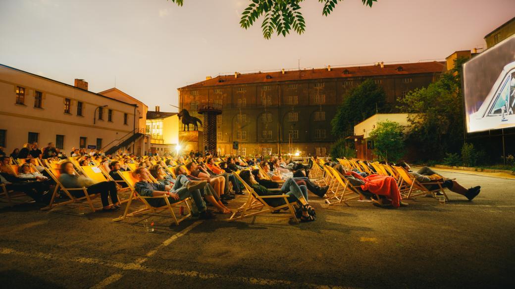 Letní kino v Kasárně Karlín