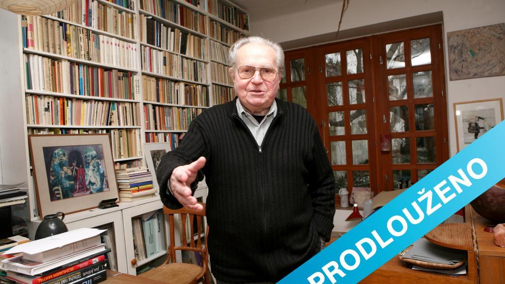 Spisovatel Ludvík Kundera ve své pracovně v rodinném domě v Kunštátě na Moravě (2007)