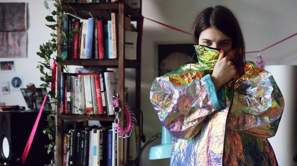 Katarínin šatník je něco jako módní džungle s explozí barev