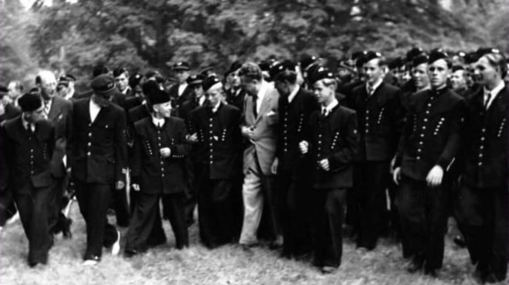 Horničtí učni s Klementem Gottwaldem v Lánech, 9. 7. 1950