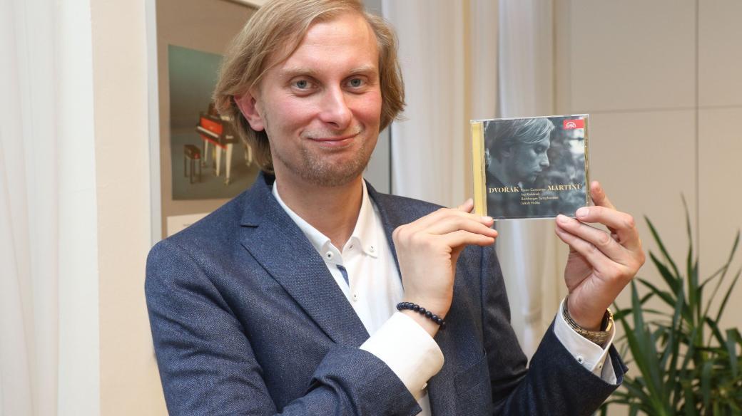 Klavírista Ivo Kahánek s nominovanou nahrávkou