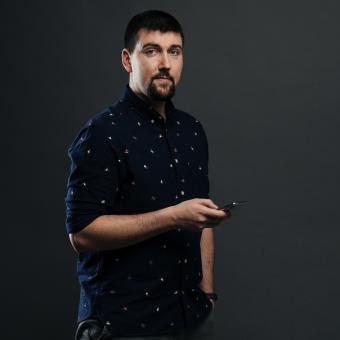 Podcastem provází Vojtěch Koval