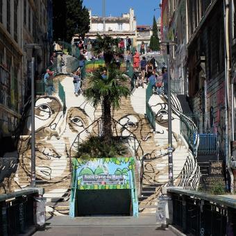 Street art umělce Mahna Kloixe, náměstí Cours Julien v Marseille