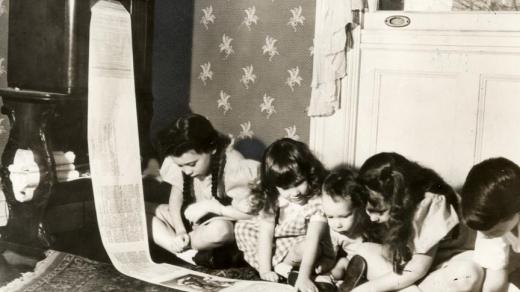 První bezdrátové noviny přijímané z rozhlasové stanice do obývacího pokoje (1938)