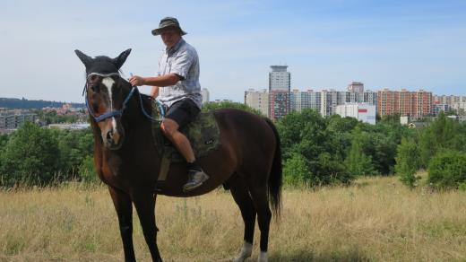 Pavel Rada při projížďce na koni