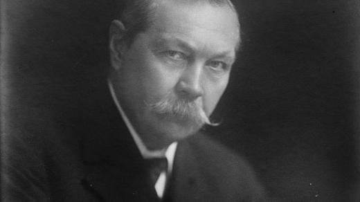 Arthur Conan Doyle (kolem roku 1920)