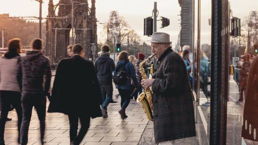 Jazzový saxofonista v Edinburghu