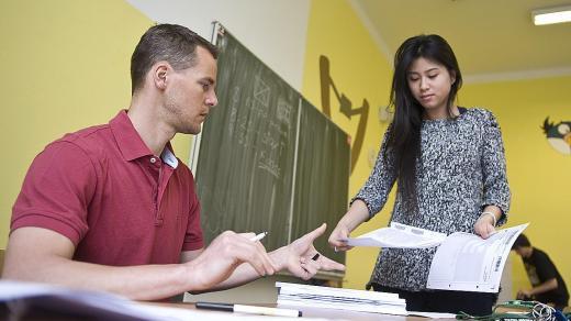 Dobří učitelé odchází z Prahy, protože tam nemají šanci pořídit si bydlení, říká ředitelka asociace Schejbalová