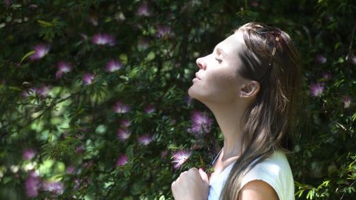 Žena a květiny