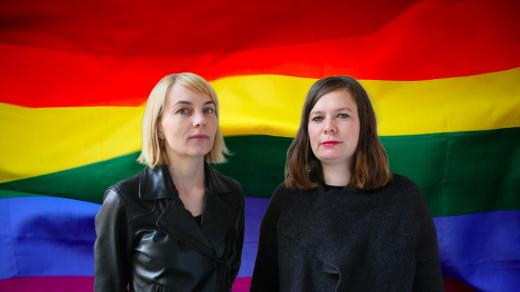 Být gay neznamená péct a chodit v růžovém. Jaká jsou největší klišé o gayích?