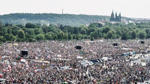 Letenská pláň během demonstrace zorganizované hnutím Milion chvilek pro demokracii.